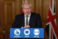 Le premier ministre britannique, Boris Johnson, samedi lors d'une conférence de presse.