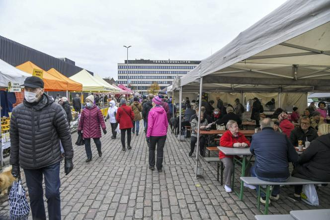 Le marché dominical d'Hakaniemi, à Helsinki, le 1er novembre.