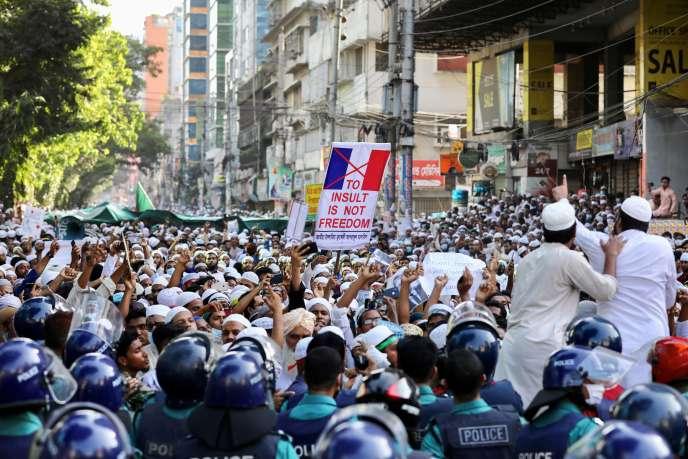 Appel au boycott des produits français à Dhaka, au Bangladesh, le 30 octobre, en réaction à la republication des caricatures du Prophète par «Charlie Hebdo».