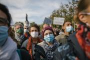 Des milliers de personnes rassemblées en hommage à Samuel Paty, place de la République, à Paris, le 18 octobre 2020.