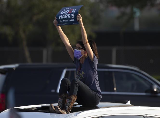 Lors d'un rassemblement électoral avec Jill Biden, épouse de Joe Biden, sur le parking du NRG Stadium à Houston au Texas,le 13 octobre.