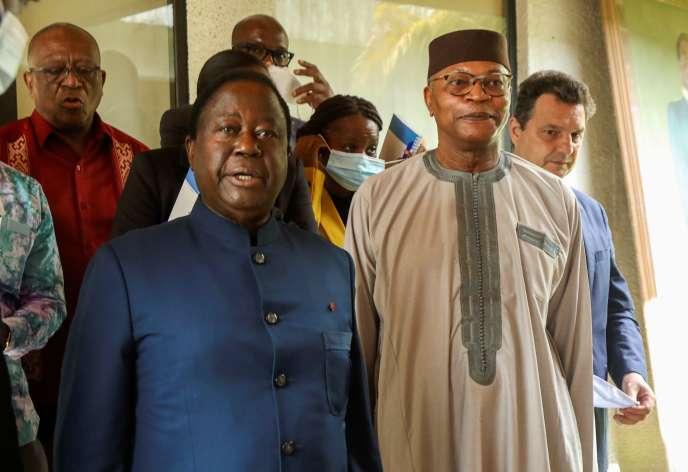 L'ancien président ivoirien Henri Konan Bedié, président du Parti démocratique de Côte d'Ivoire (PDCI), prend la parole après une réunion avec les partis de la coalition d'opposition ivoirienne à Abidjan, le 2 novembre 2020.
