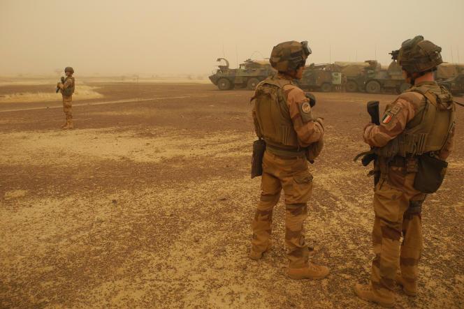 Des soldats de l'opération « Barkhane» lors d'un convoi militaire entre Gossi et Hombori au Mali, en mars 2019.