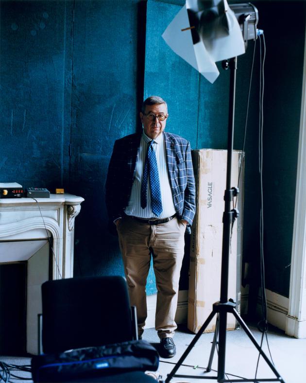 Denis Mollat, dans un studio vidéo de sa librairie, à Bordeaux, le 15 octobre.