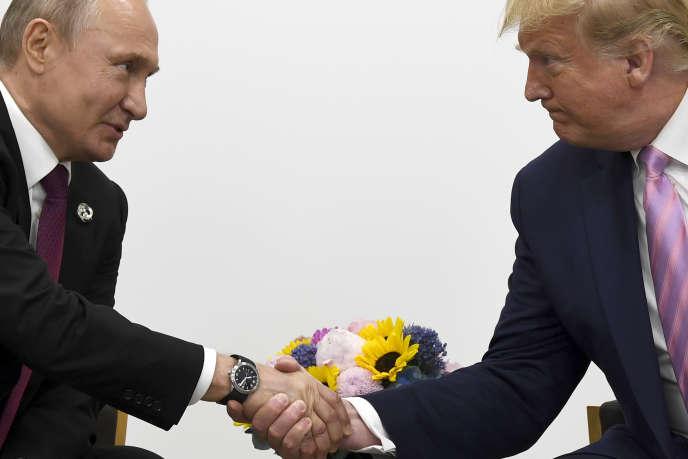 Le président Donald Trump et Vladimir Poutine, le 28 juin 2019, lors du sommet du G20 à Oska (Japon).