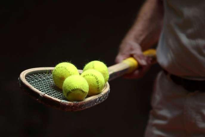 L'élection à la présidence de la Fédération française de tennis (FFT), qui devait se tenir le 12 décembre, a été reportée au 13 février 2021, compte tenu de la situation sanitaire.
