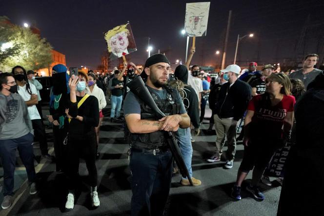Dans une manifestation pro-Trump, mercredi 4 novembre à Phoenix (Arizona).