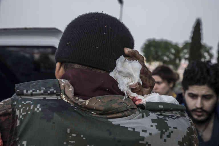 Stepanakert, Haut-Karabakh, le 4 novembre 2020  Les soldats blessés sur les lignes de front, dont celui de Chouchi, que les forces azerbaïdjanaises menacent de prendre à tout instant, sont amenés à l'hôpital central de Stepanakert.  Photo Laurent Van der Stockt pour Le Monde