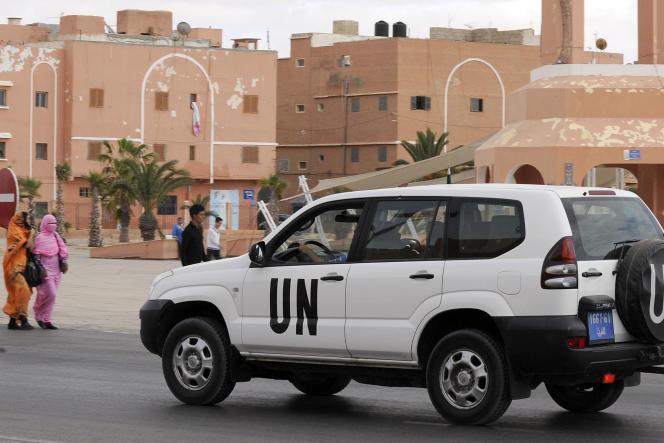Un véhicule de la Mission des Nations unies pour l'organisation d'un référendum au Sahara occidental (Minurso) à Laayoune, en mai 2013.