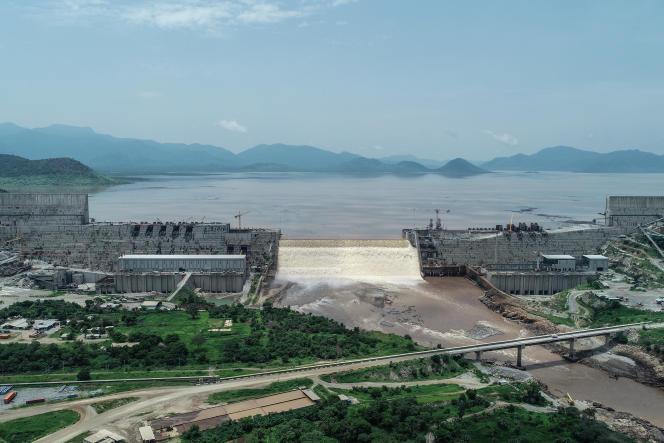 Vue aérienne des niveaux d'eau du grand barrage de la Renaissance sur le Nil Bleu, en Ethiopie, le20 juillet 2020.