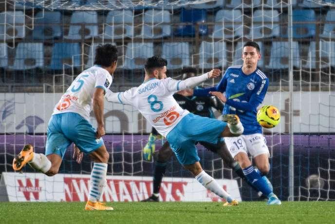 Un tir, un but pour Marseille. La seule frappe du match de l'OM, signée Morgan Sanson, s'avère être le but décisif, pour s'imposer à Strasbourg, vendredi 6 novembre.