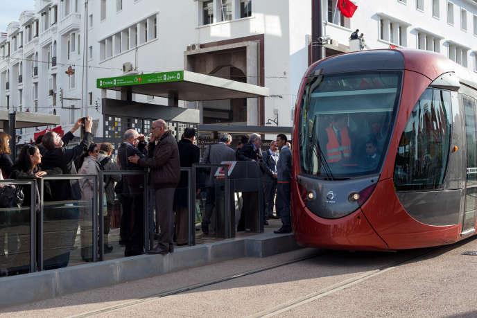 Les deux lignes du tramway de Casablanca, capitale économique du Maroc, ont été construites par legéant turc du BTP Yapi Merkeziet inaugurées en décembre 2012.
