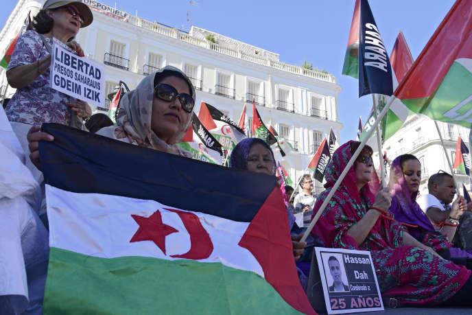 Manifestation à Madrid, le 27 juillet 2017, pour dénoncer les peines de prison prononcées par un tribunal militaire marocain à l'encontre des prisonniers politiques du camp sahraoui de Gdeim Izik.