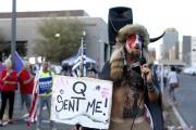 « Q m'a envoyé», proclame ce manifestant pro-Trump lors d'une manifestation à Phoenix, en Arizona, le 5novembre.