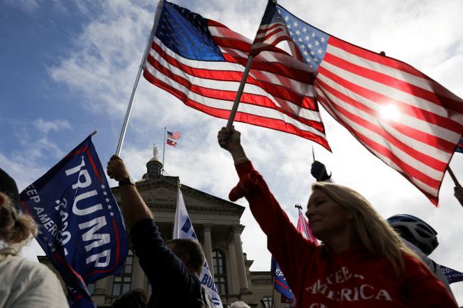 Des soutiens de Donald Trump, à Atlanta (Géorgie), le 7 novembre 2020.