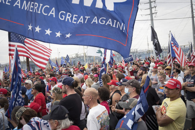 Des partisans de Donald Trump contestent les premiers résultats en Arizona, le 6novembre.
