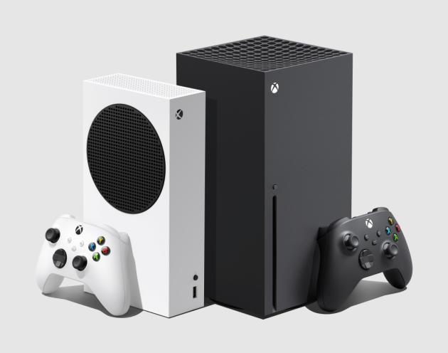 Comparaison entre la Xbox Series S (à gauche) et la Xbox Series X (à droite).