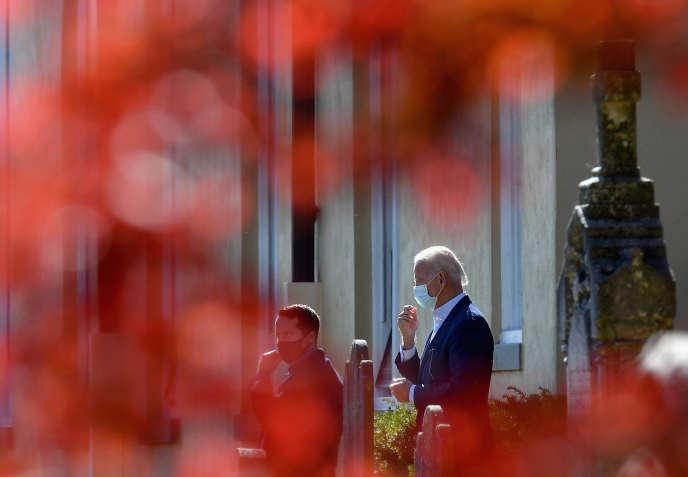 Joe Biden quitte l'église St Joseph de Wilmington, dans le Delaware, le 8 novembre.