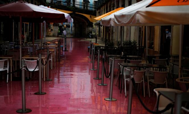 Un restaurant de Lisbonne, au Portugal, subit les mesures gouvernementales, vendredi 6 novembre.