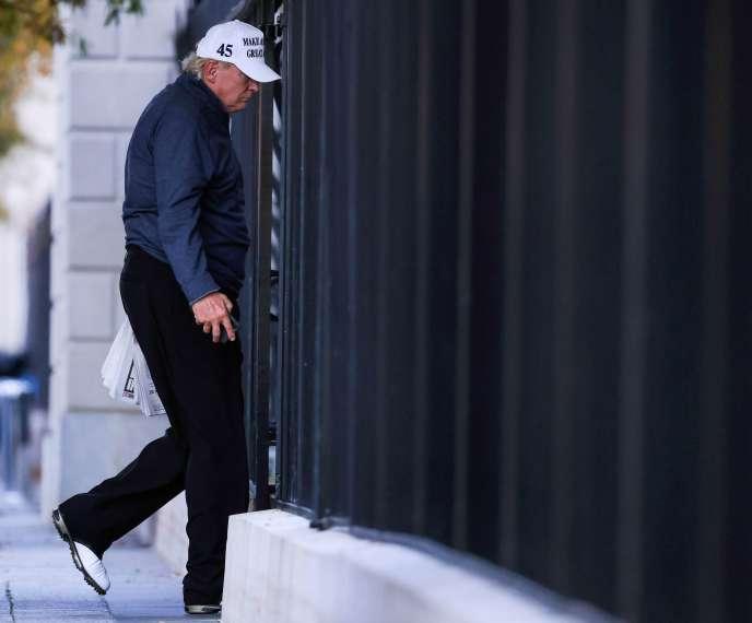 Donald Trump rentre à la Maison Blanche après sa partie de golf, pendant laquelle a été annoncée la victoire de Joe Biden, le 7 novembre.