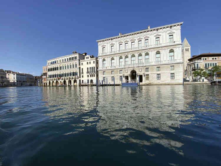 «Le Palais Grassi, construit au XVIIIe par l'architecte Giorgio Massari avant la chute de la République de Venise. Il est aujourd'hui et depuis quelques années un des lieux d'art contemporain de la Pinault Collection où je me rends souvent.»