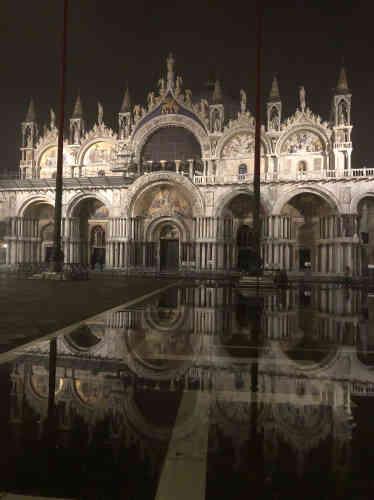 «Moment magique. La basilique Saint-Marc et l'Acqua Altase rencontrent. Je me souviens être restée longtemps, et immobile, pour admirer les reflets».