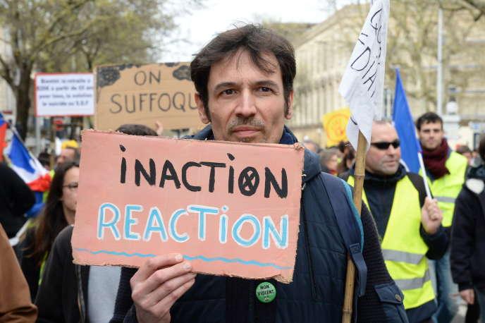 Manifestation pour lutter contre le réchauffement climatique, à Bordeaux, le 14 mars.