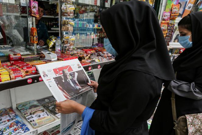 Dans un kiosque à journaux de Téhéran, dimanche 8 novembre.