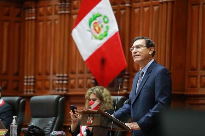 Le président péruvien Martin Vizcarra a assuré lui-même sa défense devant le Parlement de Lima, le 9 novembre.