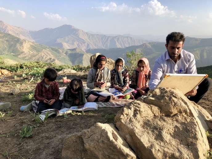 «Nomades d'Iran», un film deLouis Meunier, sur une famille de bergersbakthyaris du sud-ouest de l'Iran