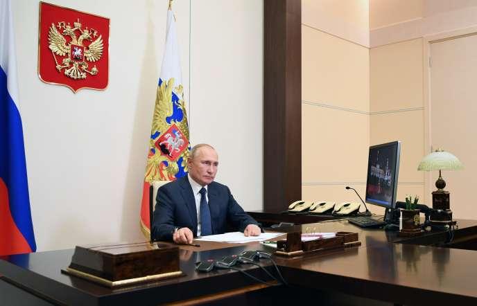 Le président russe, Vladimir Poutine, dansla résidence de Novo-Ogaryovo, près de Moscou, le 10 novembre.
