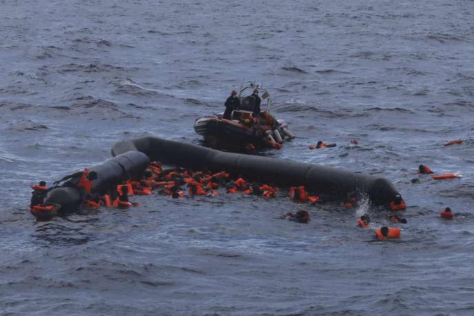 Ces deux derniers jours, le navire de l'ONG Open Arms a sauvé 200 personnes au cours de trois opérations.