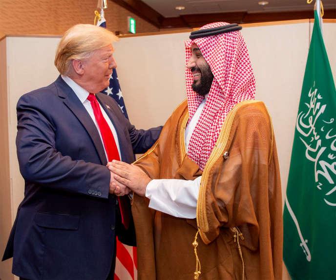Donald Trump et le prince héritier saoudien Mohammed Ben Salman, en juin 2019, à Osaka, au Japon.