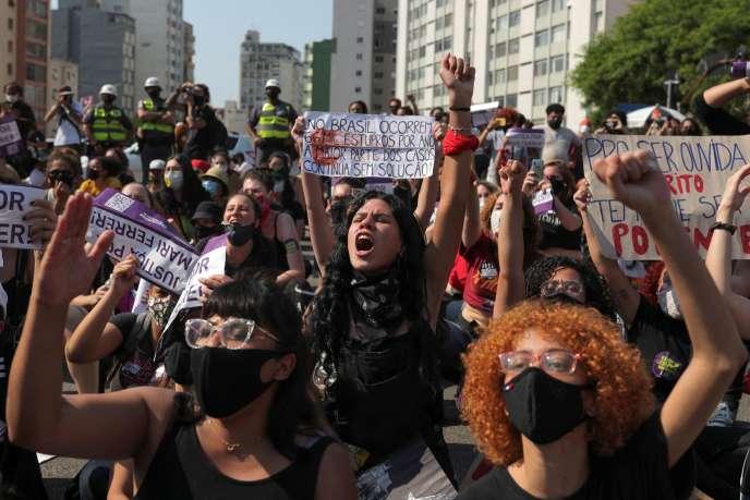 Manifestation demandant justice pour les victimes de viol et pour Mariana Ferrer, le 8 novembre à Sao Paulo (Brésil).