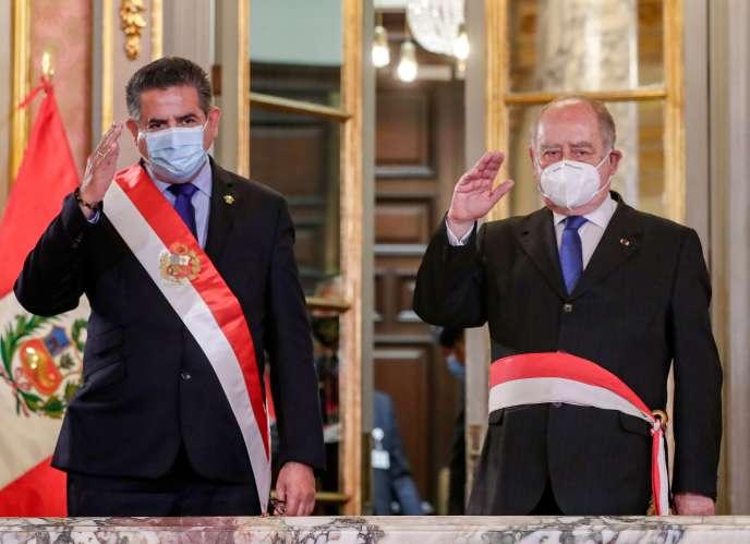 Manuel Merino (à gauche) n'avait été intronisé président de la République du Pérou que mardi.