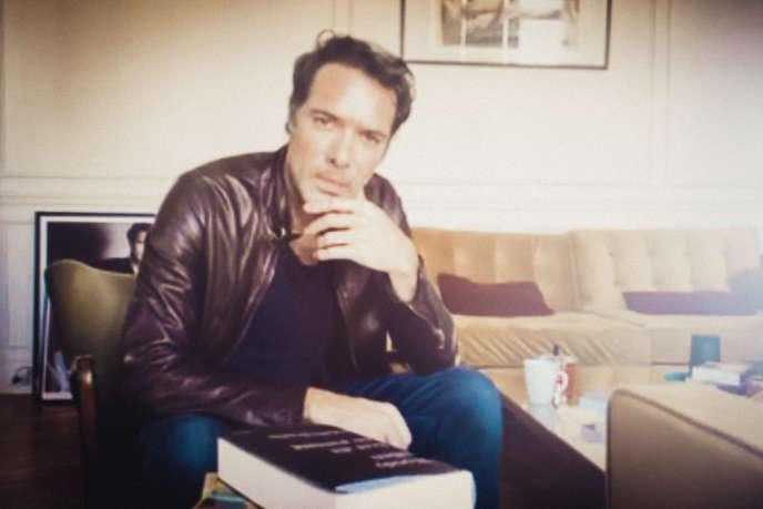 Nicolas Bedos, par écran interposé, confiné à son domicile parisien, le 9 novembre.