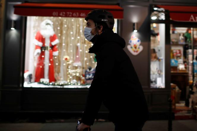 Les vitrines de Noël à Paris, le 12 novembre.