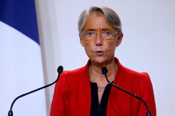 La ministre du travail, Elisabeth Borne, le 12 novembre 2020, lors d'une conférence de presse à Paris.