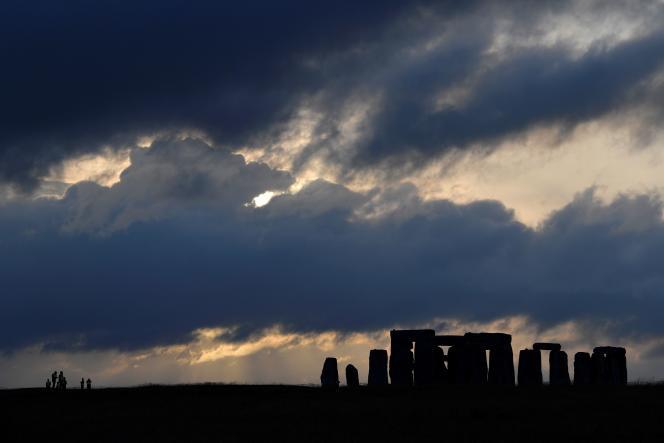 Le site de Stonehenge, non loin duquel passe une route que le gouvernement britannique envisage d'enterrer.