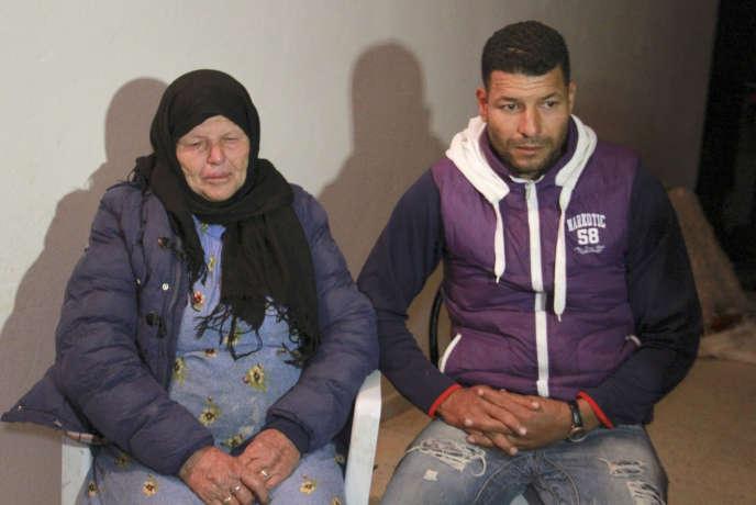 Kmar et Yacine A., la mère et le frère de l'auteur de l'attentat contre la basilique de Nice, chez eux à Sfax, le 29 octobre 2020.
