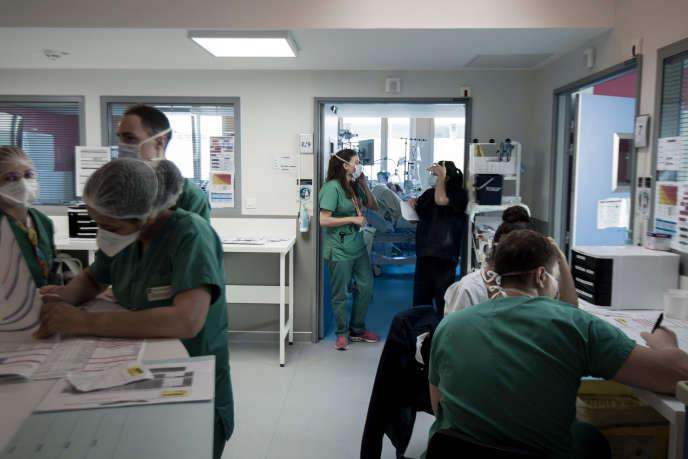 Dans uneunité de soins intensifs, à l'hôpital de Colombes (Hauts-de-Seine), le 9 novembre.