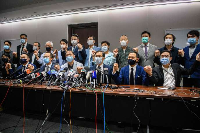 Les législateurs prodémocratie de Hongkong ont déclaré, le 11 novembre, qu'ils démissionneraient tous, après que quatre de leurs collègues ont été évincés.