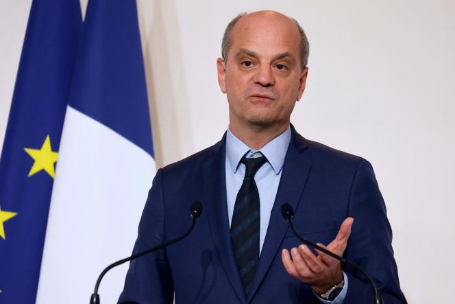 """El teléfono del ministro de Educación Nacional, Jean-Michel Blanquer, presentó """"marcadores sospechosos"""" del software Pegasus."""