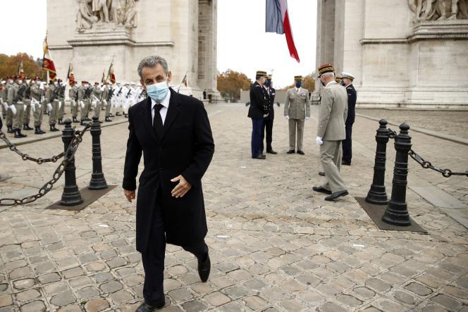 Nicolas Sarkozy, lors de la cérémonie de commémoration du 102e anniversaire de l'armistice, à l'Arc de triomphe, à Paris, le 11 novembre.