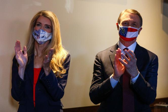 Kelly Loeffler et David Perdue, en campagne, à Cumming, le 13 novembre 2020.