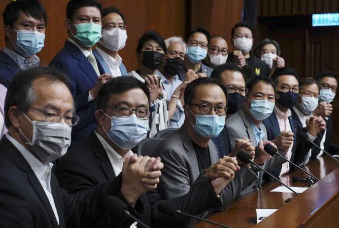 Des députés prodémocratie au Parlement de Hongkong, le 9 novembre.