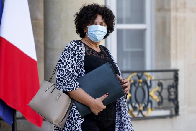 La ministra de Educación Superior, Frédérique Vidal, en las escalinatas del Palacio del Elíseo, el 16 de septiembre de 2020 en París.