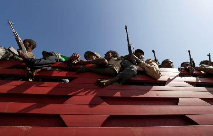 Des militaires de la région d'Amhara en route pour une mission contre le TPLF du Tigré, le 9 novembre.