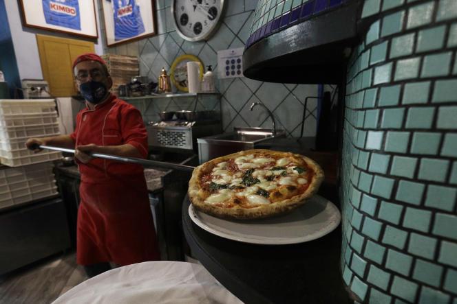 Dans une pizzeria napolitaine, le 14 novembre.