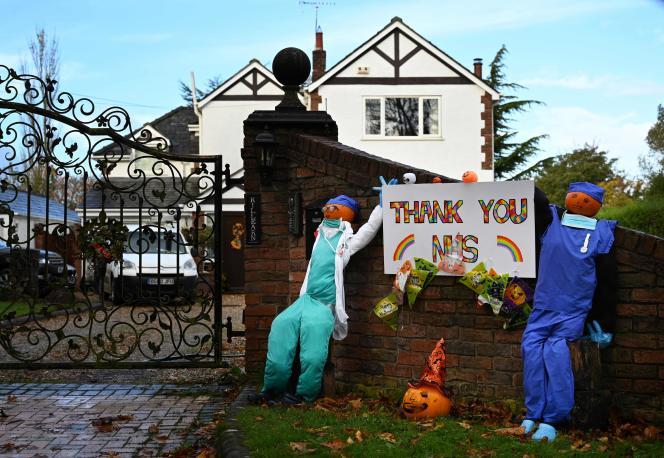 Un message de soutien au NHS, le système hospitalier britannique, dans le village de Burton, dans le nord-ouest de l'Angleterre, le 28 octobre .